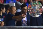 Nhận thẻ đỏ phải rời sân, HLV Park Hang Seo bị CĐV Indonesia hăm dọa, đòi tấn công trên khán đài
