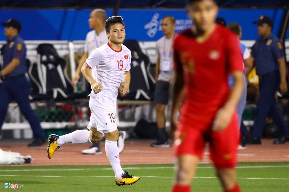 GÓC HÀI HƯỚC: Quang Hải vừa khởi động chuẩn bị vào sân trận gặp Indonesia, trọng tài thổi còi báo hết trận-2