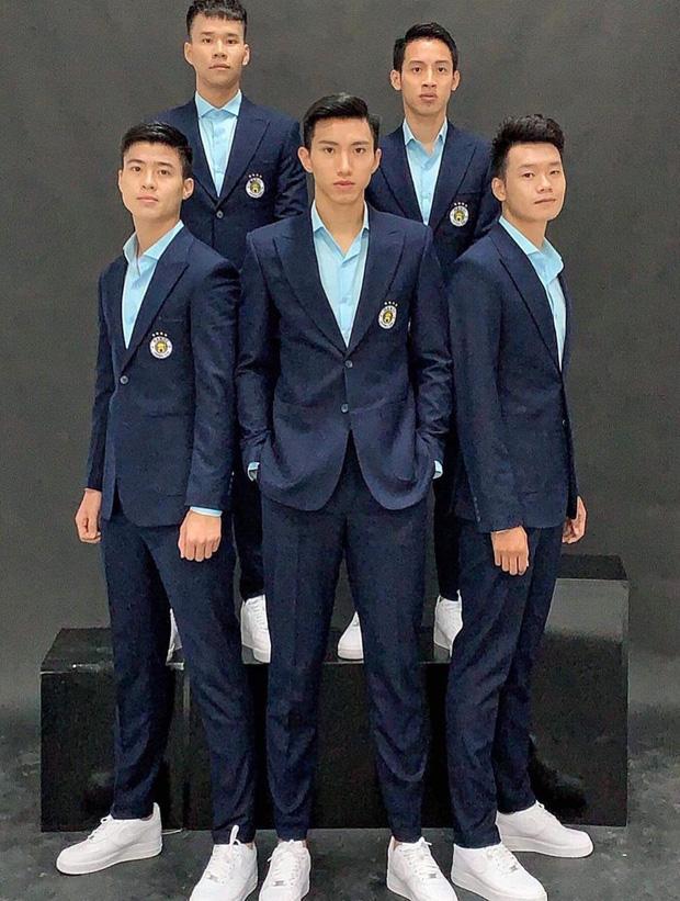 Ghi 2 bàn thắng góp phần giúp Việt Nam hoàn thành giấc mơ SEA Games, khoảnh khắc Văn Hậu diện suit bảnh bao đốn tim fans-6