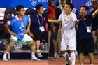 GÓC HÀI HƯỚC: Quang Hải vừa khởi động chuẩn bị vào sân trận gặp Indonesia, trọng tài thổi còi báo hết trận