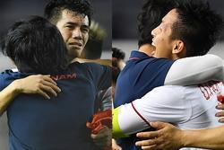 Cầu thủ U22 Việt Nam bật khóc ôm những 'người hùng thầm lặng' góp phần làm nên chiến thắng lịch sử