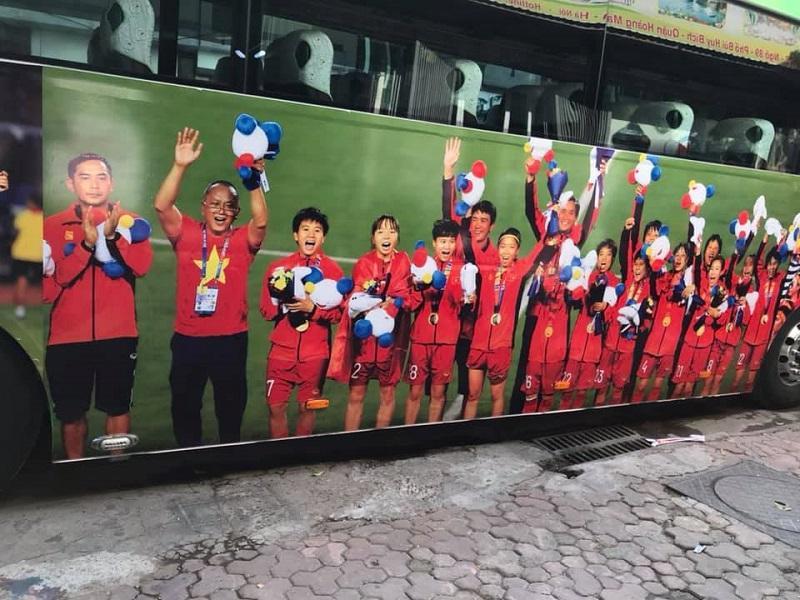 Đoàn xe đã sẵn sàng để đón các chàng trai, cô gái vàng của Việt Nam trở về-6