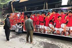 Đoàn xe đã sẵn sàng để đón các chàng trai, cô gái vàng của Việt Nam trở về