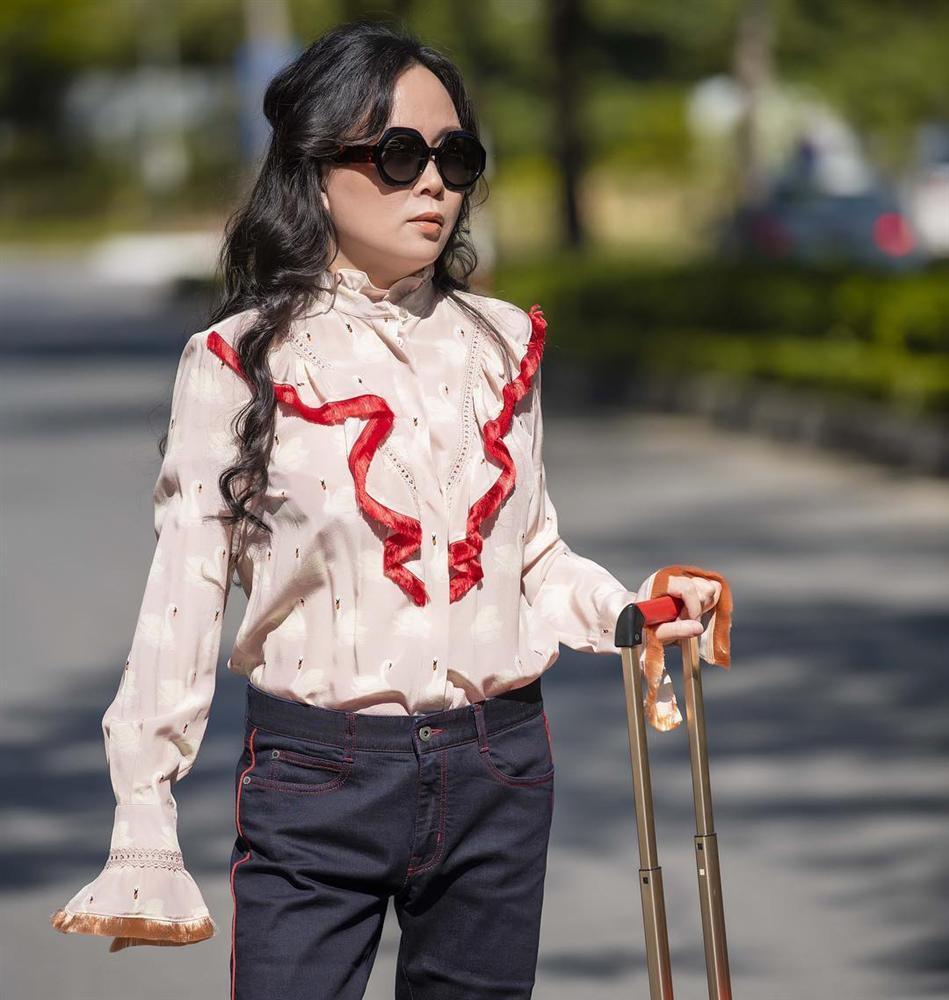 Đi dép lê giá 30 triệu đồng mà như hàng chợ, Phượng Chanel gợi nhớ trend giày đỏ dân chơi-2