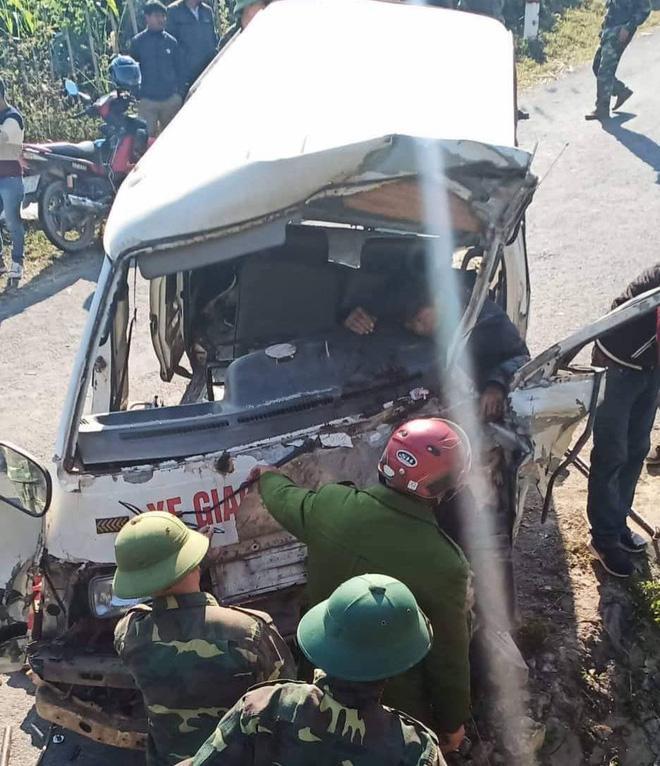 Hiện trường thương tâm vụ xe chở đoàn người khuyết tật đâm vào vách núi ở Nghệ An-2
