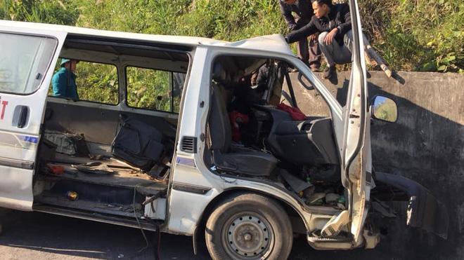 Hiện trường thương tâm vụ xe chở đoàn người khuyết tật đâm vào vách núi ở Nghệ An-3