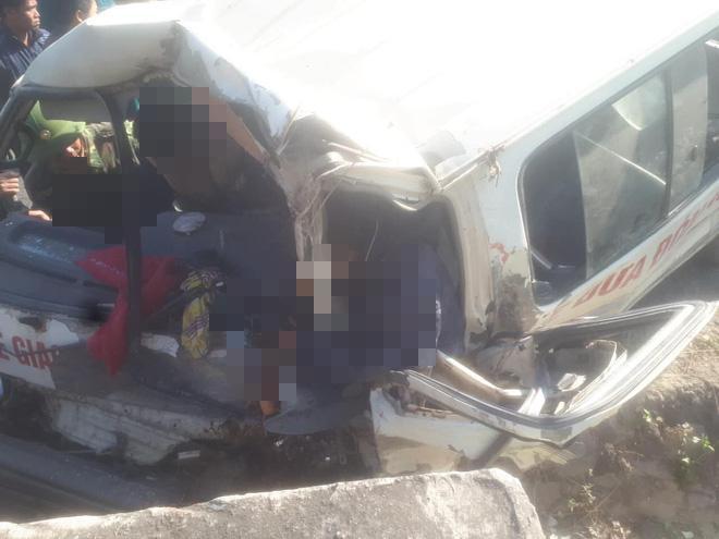 Hiện trường thương tâm vụ xe chở đoàn người khuyết tật đâm vào vách núi ở Nghệ An-4
