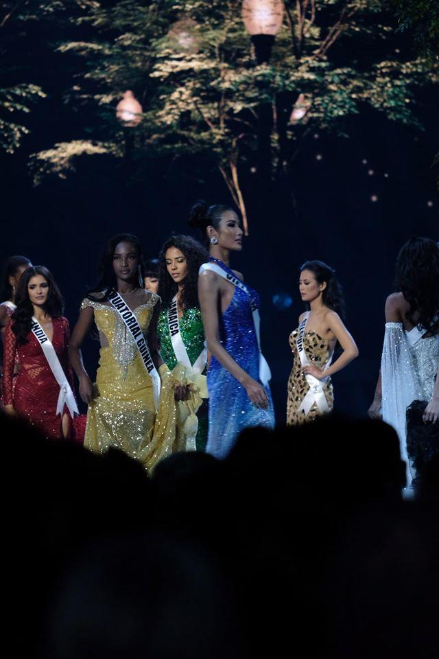 Ảnh hiếm của Hoàng Thùy tại chung kết Miss Universe 2019: Diện đầm đẹp nhưng không có cơ hội catwalk-3