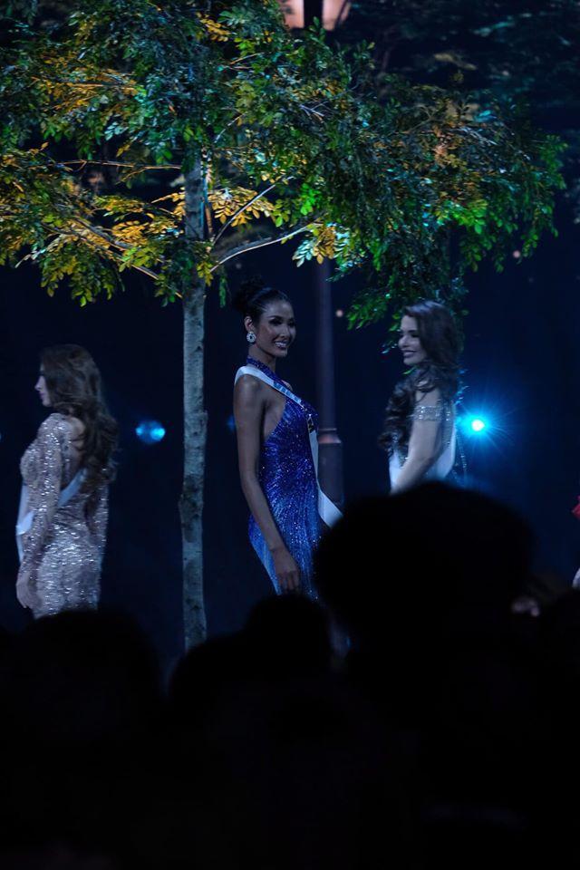 Ảnh hiếm của Hoàng Thùy tại chung kết Miss Universe 2019: Diện đầm đẹp nhưng không có cơ hội catwalk-4