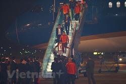 Hình ảnh các nhà vô địch bóng đá nam - nữ SEA Games 30 tại Nội Bài