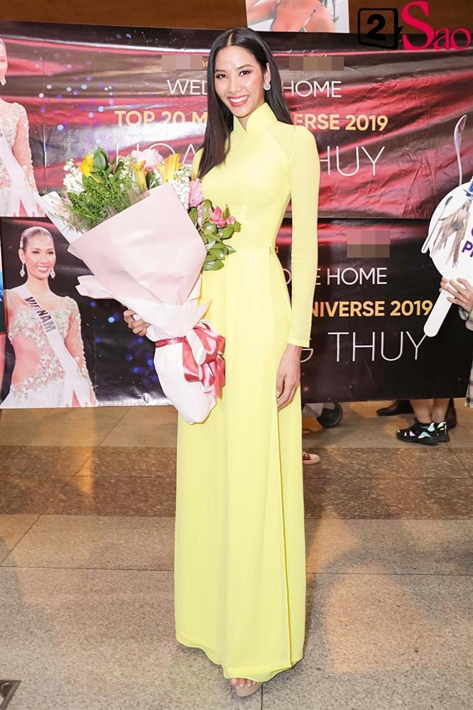 Hoàng Thùy mặc áo dài về nước sau Miss Universe, khiến sân bay tưng bừng lúc nửa đêm-7