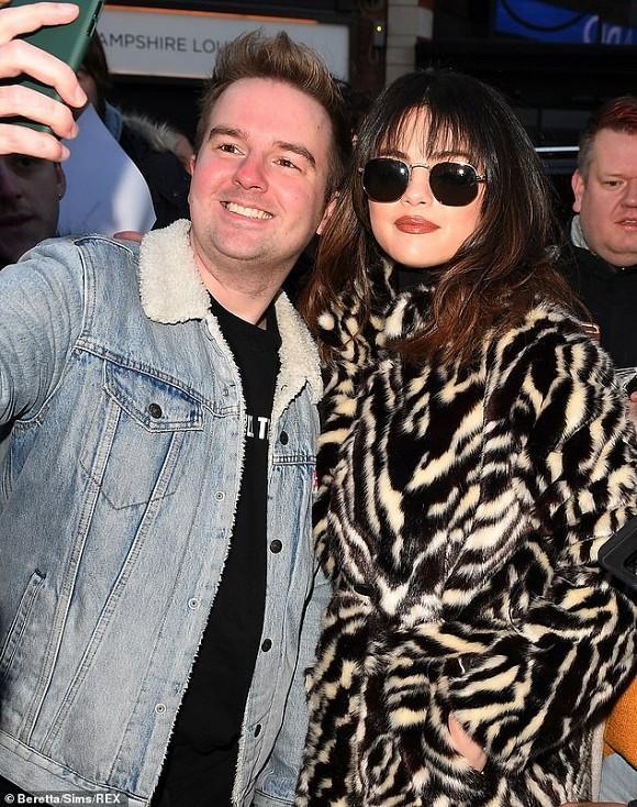 Selena Gomez cắt tóc mái tạo sự thay đổi: Người khen trẻ trung, kẻ lại chê không hợp-3