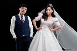 Diễn viên hài Trung Ruồi tung ảnh cưới bên bạn gái hot girl