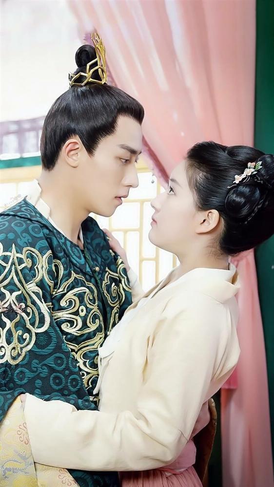 Các cặp đôi nên học cách tô son siêu ngọt ngào như trong phim Hoa ngữ này đây-2