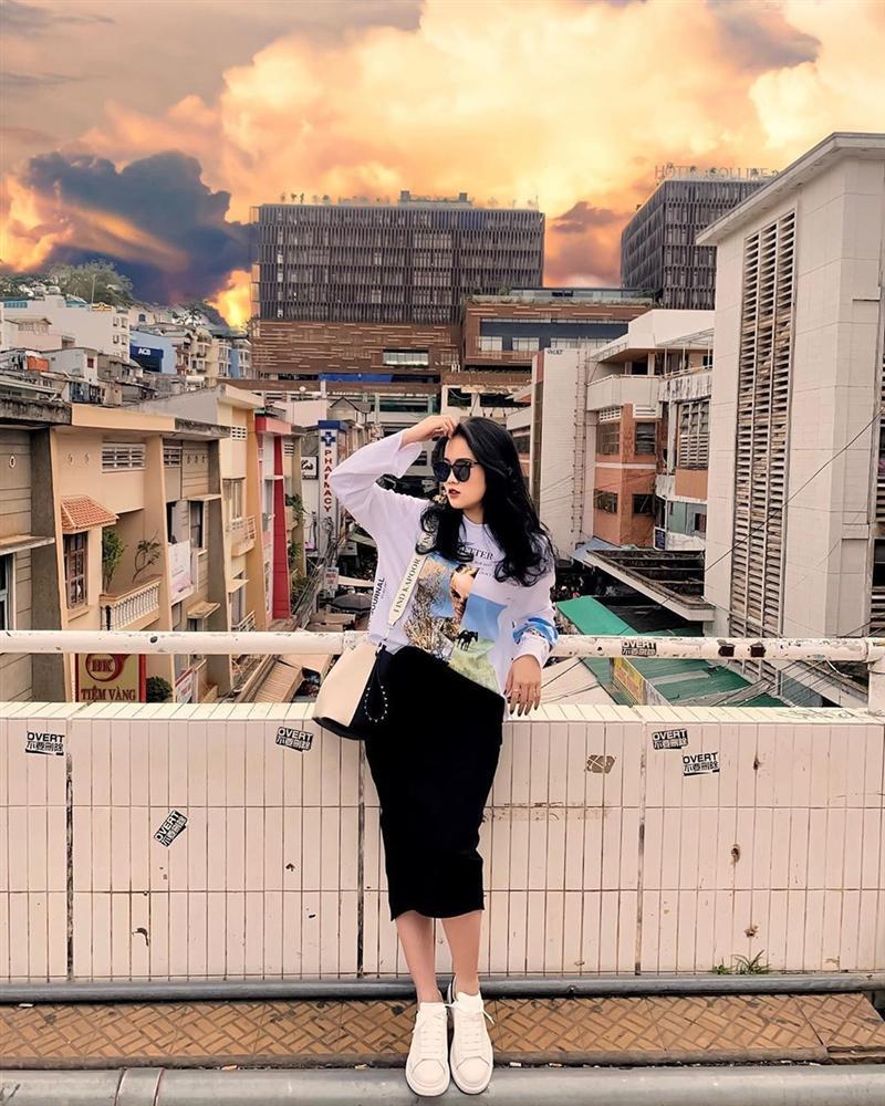 Học bạn gái Văn Hậu cách tạo dáng khi chụp ảnh du lịch-7