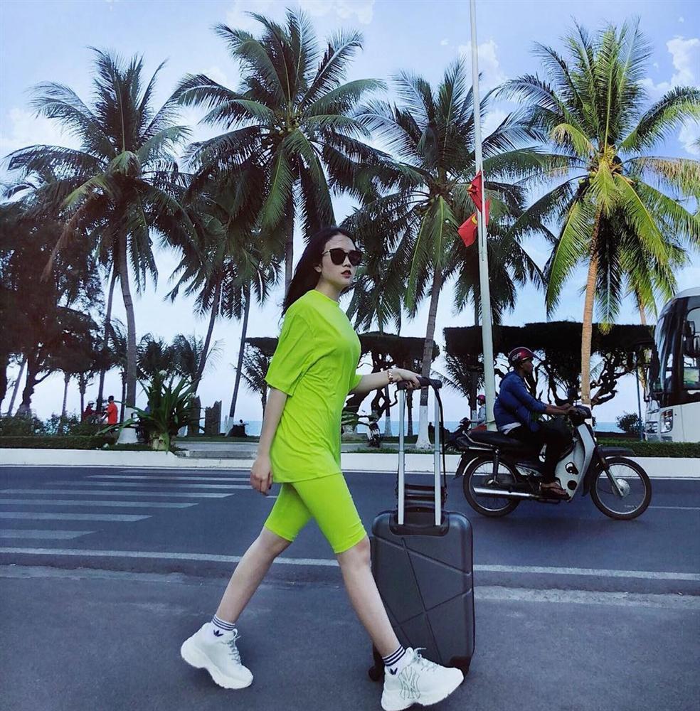 Học bạn gái Văn Hậu cách tạo dáng khi chụp ảnh du lịch-9