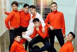 Chụp ảnh đầy thần thái cùng vũ đoàn, Trúc Nhân bị Jun Phạm nhận xét như đi bán… nước cam