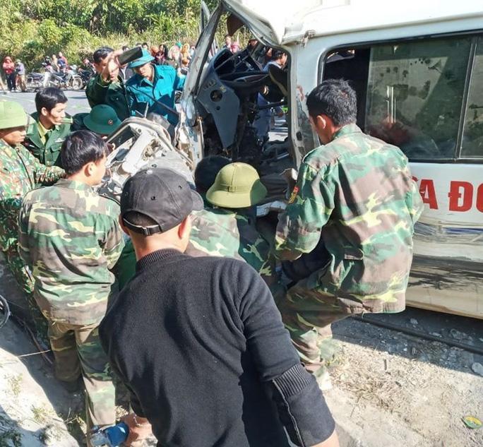 Vụ xe chở đoàn từ thiện đâm vào vách đá: Thêm 1 người tử vong-1