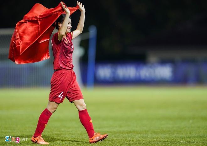 Hoàng Thị Loan: Cầu thủ nữ cũng cần chăm sóc bản thân thật xinh đẹp-4