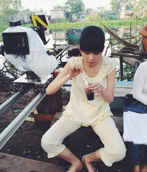 Ngọc Trinh lại tự phá giá với dáng ngồi trên Thái Lan, dưới miền Tây-10