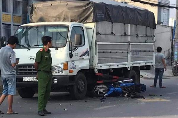 TP.HCM: Bị cướp giật điện thoại, cha và con gái 22 tuổi ngã vào xe tải chấn thương nặng-1
