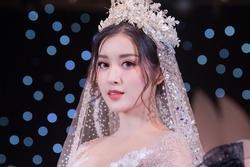 Huyền My than thở vì phải mặc váy cưới quá nhiều lần trong đời