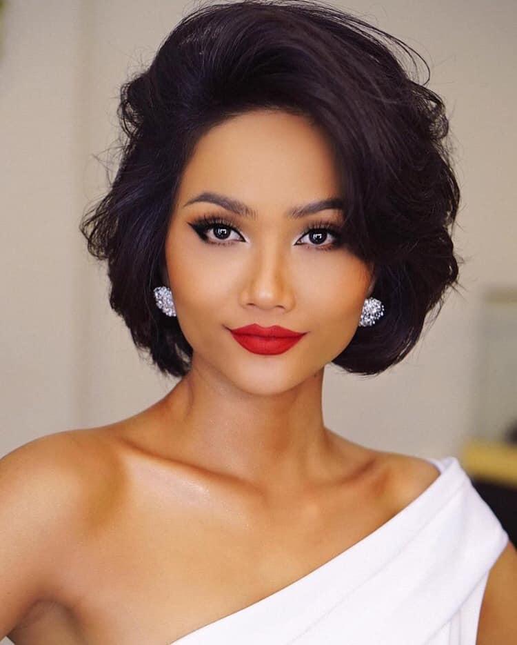 Mai Ngô trang điểm lỗi mốt như chụp ảnh thời xưa - Khánh Vân make up già chát trong đêm chung kết Miss Universe-6