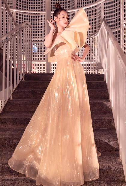 Nhã Phương cùng 2 nữ hoàng Ngọc Trinh - Angela Phương Trinh lên đồ thảm đỏ đẹp nhất tuần qua-11