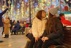 Yến Xuân thân thiết với em trai và em gái Văn Lâm tại Nga