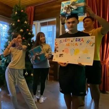 Yến Xuân thân thiết với em trai và em gái Văn Lâm tại Nga-2