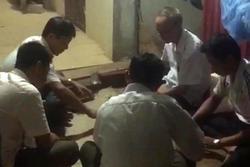 Bí thư xã ở Thanh Hóa đánh bài ăn tiền tại trụ sở, bị dân quay clip