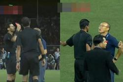 Thầy Park lần đầu chia sẻ gắt về chiếc thẻ đỏ trận gặp Indonesia làm ông khổ sở vì bị 'giam lỏng' ở đường hầm