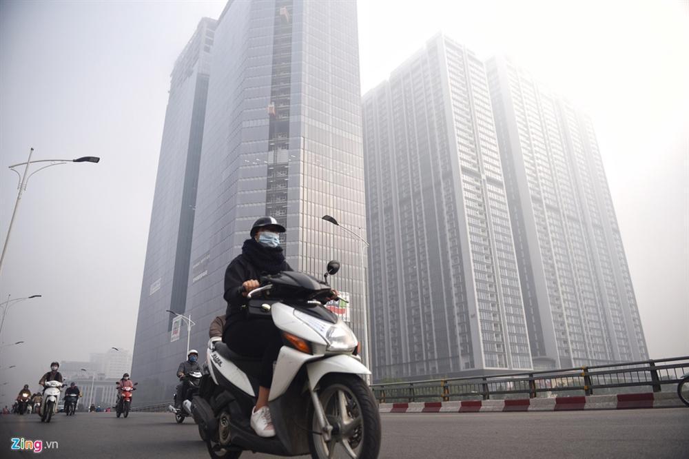 Ô nhiễm không khí tăng cao, các ngả đường Hà Nội mịt mờ-1