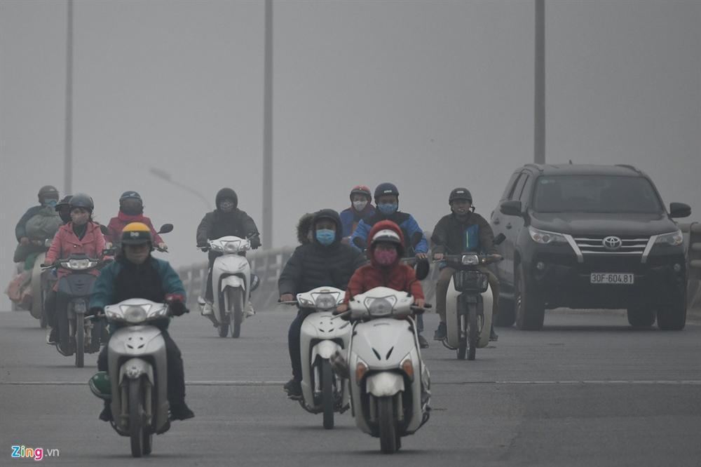 Ô nhiễm không khí tăng cao, các ngả đường Hà Nội mịt mờ-12