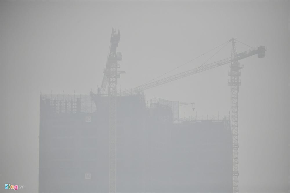 Ô nhiễm không khí tăng cao, các ngả đường Hà Nội mịt mờ-13