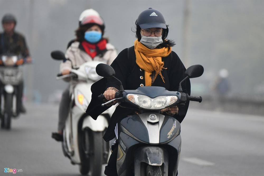 Ô nhiễm không khí tăng cao, các ngả đường Hà Nội mịt mờ-14