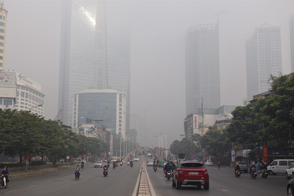 Ô nhiễm không khí tăng cao, các ngả đường Hà Nội mịt mờ-2