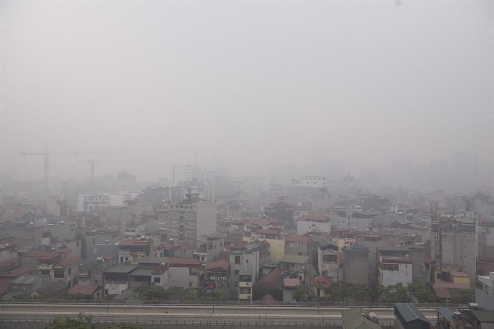 Ô nhiễm không khí tăng cao, các ngả đường Hà Nội mịt mờ-3