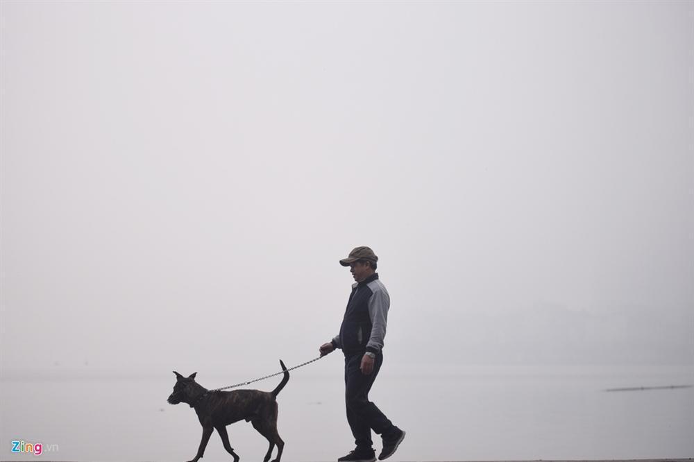 Ô nhiễm không khí tăng cao, các ngả đường Hà Nội mịt mờ-4