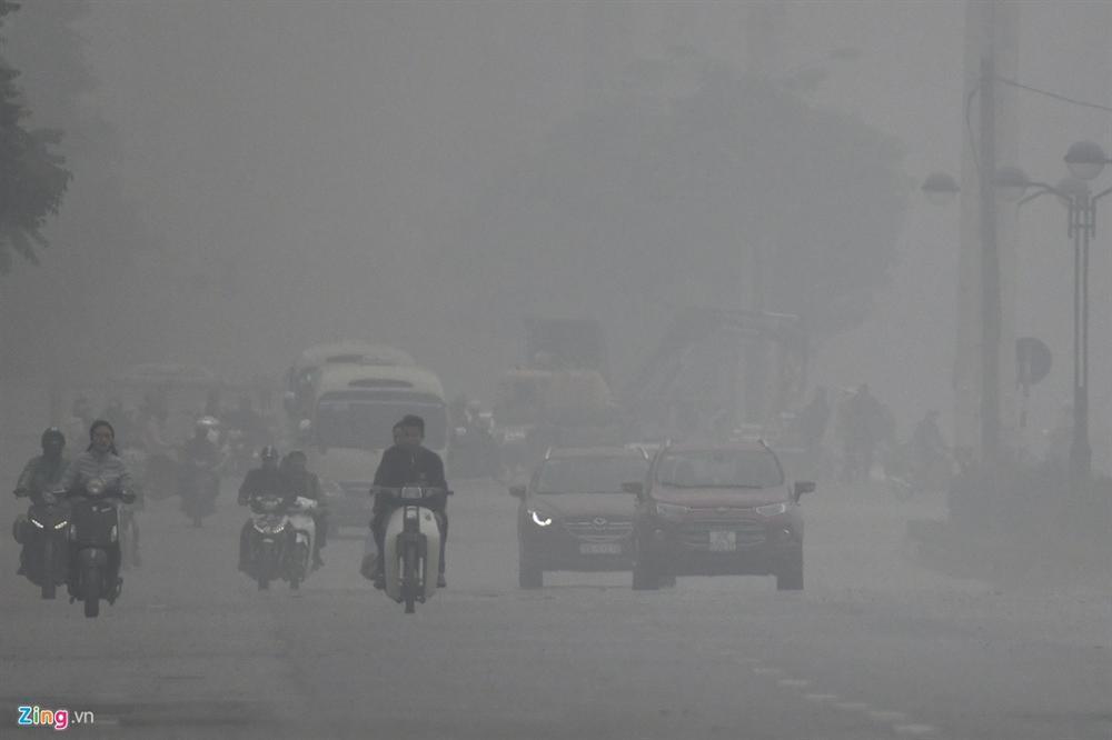 Ô nhiễm không khí tăng cao, các ngả đường Hà Nội mịt mờ-7