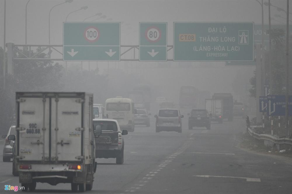 Ô nhiễm không khí tăng cao, các ngả đường Hà Nội mịt mờ-8