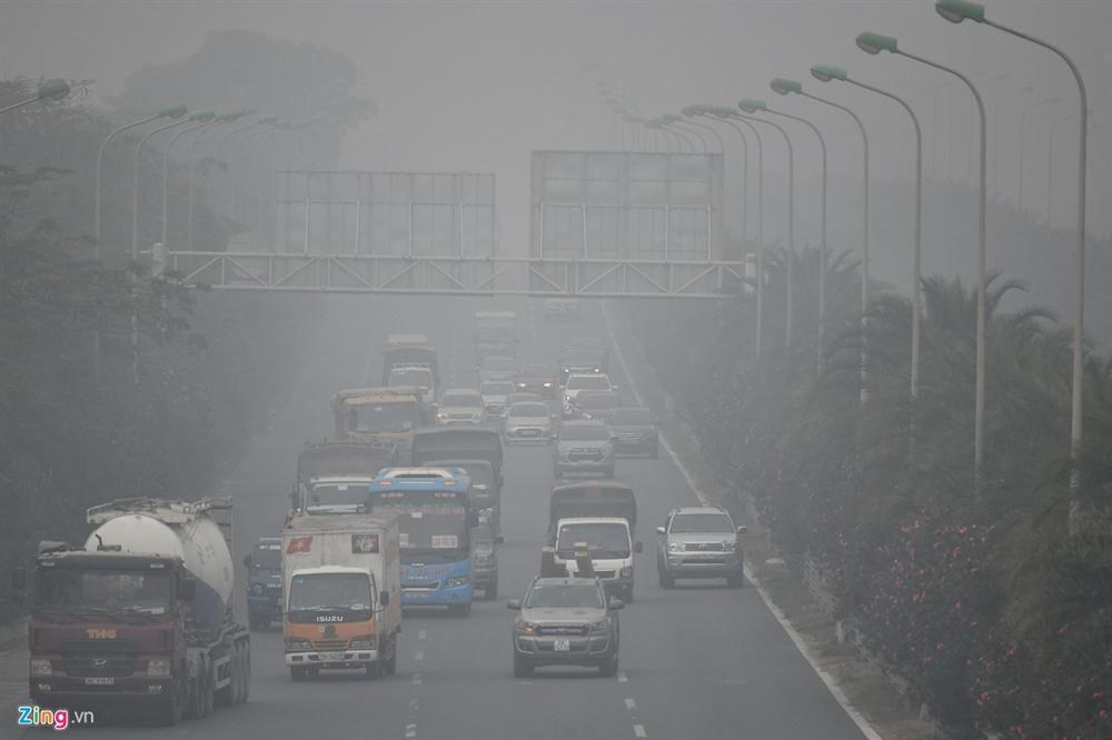 Ô nhiễm không khí tăng cao, các ngả đường Hà Nội mịt mờ-9