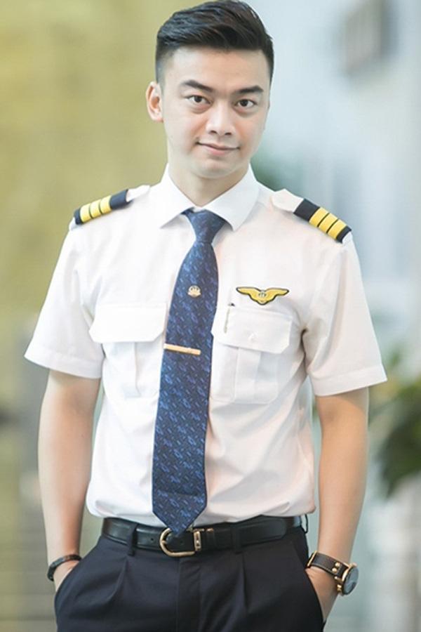 Lộ quá khứ bất ngờ của phi công lái chuyến bay đưa U22 Việt Nam về nước-5