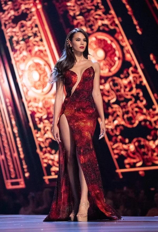 Váy núi lửa phun trào của Catriona Gray đạt kỷ lục là chiếc váy có nhiều phiên bản đạo nhái nhất 2019-1