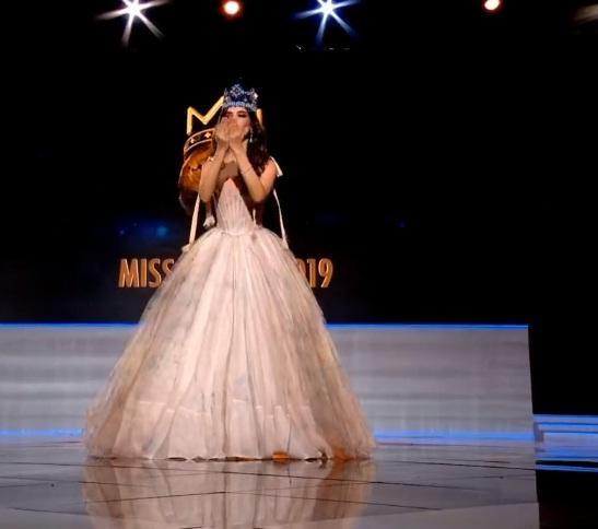 Đương kim Hoa hậu Thế giới 2018 Vanessa Ponce giao lưu trên sân khấu-2