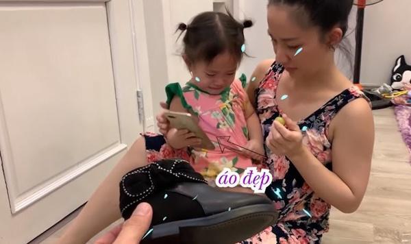 Lần đầu chơi sang mua giày trẻ con 849.000 về con không chịu đi, Lê Dương Bảo Lâm rụng rời-7