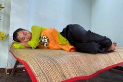 Quang Trung chụp trộm Lâm Vỹ Dạ ngủ còn zoom tận mặt làm lộ khuyết điểm nhan sắc đàn chị