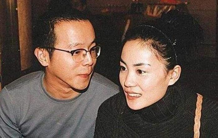 Dù đã 50 tuổi nhưng Vương Phi lại muốn có con để níu giữ tình trẻ kém 11 tuổi Tạ Đình Phong?-2