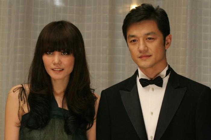 Dù đã 50 tuổi nhưng Vương Phi lại muốn có con để níu giữ tình trẻ kém 11 tuổi Tạ Đình Phong?-4