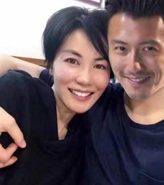 Dù đã 50 tuổi nhưng Vương Phi lại muốn có con để níu giữ tình trẻ kém 11 tuổi Tạ Đình Phong?-6